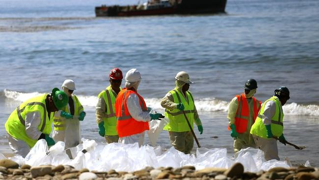 Workers continue to clean the shoreline at Refugio State Beach in Santa Barbara County after a crude oil pipeline ruptured on May 19, spilling thousands of gallons into the ocean. Photo: Genaro Molina / Los Angeles Times